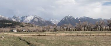 蒙大拿大农场和山牧场地 免版税库存图片