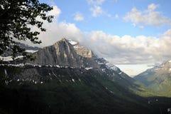 蒙大拿雪冠上了夏天山 免版税库存照片