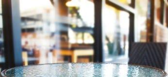 蒙太奇产品显示的玻璃圆桌背景 免版税库存照片