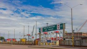 蒙得维的亚,乌拉圭- 2016年5月04日:montevideos入口端起,它位于里约de la Plata,并且它是非常 免版税库存图片