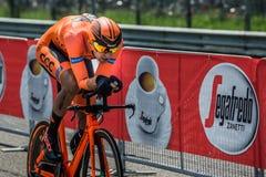 蒙扎,意大利2017年5月28日:专业骑自行车者, CCC队,在意大利的游览的上次试验阶段2017年 免版税库存照片