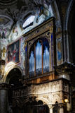 蒙扎, ITALY/EUROPE - 10月28日:器官在大教堂中央寺院 库存图片