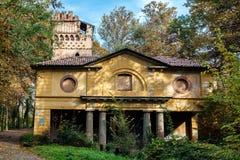 蒙扎, ITALY/EUROPE - 10月30日:在Parco二的遗弃大厦 免版税图库摄影