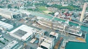 蒙法尔科内,意大利- 2017年8月9日 大现代游轮MSC被修建在的Seaview鸟瞰图  免版税库存照片