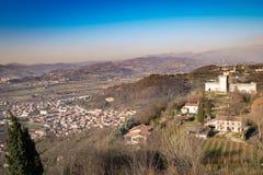蒙泰基奥马焦雷威岑扎,意大利小山的看法  图库摄影