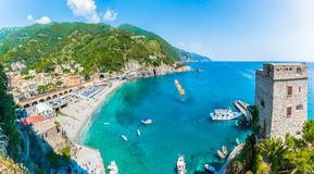 蒙泰罗索阿尔马雷鸟瞰图,一个沿海村庄在五乡地,意大利 免版税图库摄影
