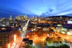 蒙特利尔在日落,魁北克,加拿大的市地平线 库存图片