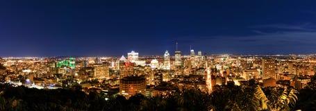 蒙特利尔在晚上,从眺望楼的看法与惊人的秋天颜色 库存照片