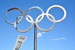 蒙特利尔奥林匹克体育场塔、大锅和奥林匹克圆环 库存照片