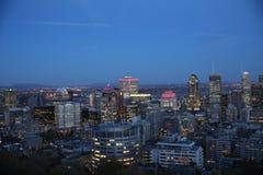 蒙特利尔市地平线在晚上 免版税库存照片