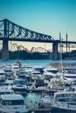 蒙特利尔有美丽的魁北克加拿大雅克・卡蒂埃桥梁  免版税库存照片