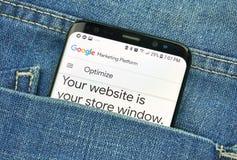 蒙特利尔,加拿大- 2018年10月4日:谷歌优选在s8屏幕上的应用程序 谷歌是提供a的美国技术公司 免版税库存照片