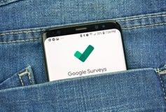 蒙特利尔,加拿大- 2018年10月4日:谷歌在s8屏幕上的调查应用程序 谷歌是提供a的美国技术公司 免版税图库摄影