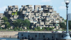 蒙特利尔,魁北克,加拿大- 2013年7月31日:栖所67公寓的看法在蒙特利尔 为商展67被修造了 免版税图库摄影