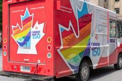 蒙特利尔,魁北克/加拿大- 07-17-2018五颜六色的加拿大邮件truc 免版税库存照片