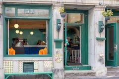 蒙特利尔,魁北克/加拿大- 07-17-2018 Streetview五颜六色的风 免版税库存照片