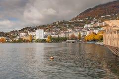 蒙特勒,瑞士- 2015年10月29日:蒙特勒和莱芒湖,瑞士秋天全景  免版税库存图片