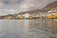 蒙特勒,瑞士- 2015年10月29日:蒙特勒和莱芒湖,瑞士秋天全景  免版税图库摄影