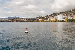 蒙特勒,瑞士- 2015年10月29日:蒙特勒和莱芒湖,瑞士秋天全景  免版税库存照片