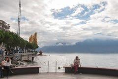 蒙特勒,瑞士- 2015年10月29日:蒙特勒和莱芒湖,瑞士秋天全景  库存照片