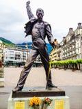 蒙特勒,瑞士- 2012年6月26日:弗雷迪・默丘里镀青铜雕象、英国歌手和摇滚乐队女王/王后的主角歌唱者 库存照片