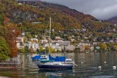 蒙特勒,瑞士- 2015年10月29日:蒙特勒和阿尔卑斯,瑞士的堤防 库存图片