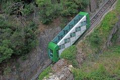 蒙特塞拉特山缆索铁路对圣诞老人Cova 本尼迪克特的修道院圣玛丽亚de蒙特塞拉特,西班牙 免版税库存照片