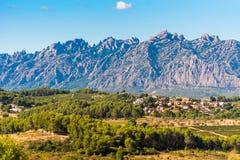 蒙特塞拉特,巴塞罗那, Catalunya,西班牙山的看法  复制文本的空间 图库摄影