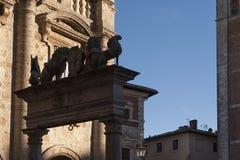 蒙特普齐亚诺- TUSCANY/ITALY, 2016年10月29日:蒙特普齐亚诺在托斯卡纳, Valdichiana老和中世纪镇  免版税库存照片