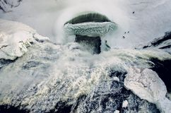 蒙莫朗西瀑布顶上的看法在冬天 免版税库存图片