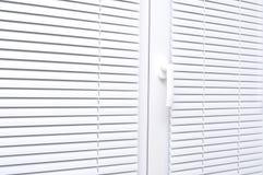 蒙蔽窗口的白色 免版税库存照片
