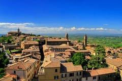 蒙达奇诺镇看法从堡垒的在Val d ` Orcia,托斯卡纳 库存图片