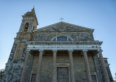 蒙达奇诺, TUSCANY/ITALY :2016年10月31日:在一个晴天期间,圣洁救主的教会在蒙达奇诺, Val D ` Orcia托斯卡纳 库存图片
