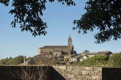 蒙达奇诺, TUSCANY/ITALY :2016年10月31日:蒙达奇诺村庄, Val d ` Orcia堡垒看法  库存照片