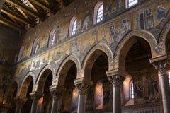 蒙雷阿莱意大利- 2009年10月13日:大教堂的内部  免版税库存照片