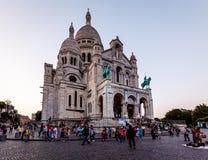 蒙马特小山的在黄昏,巴黎,法国Sacre Coeur大教堂 免版税库存图片