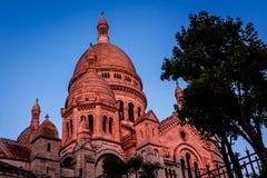 蒙马特小山的在黄昏,巴黎Sacre Coeur大教堂 免版税库存照片