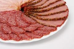 蒜味咸腊肠、火腿和牛肉 库存照片