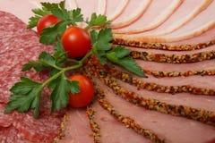 蒜味咸腊肠、火腿和牛肉 库存图片