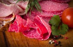 蒜味咸腊肠和肉 免版税库存图片