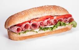 蒜味咸腊肠sandwiche 库存图片