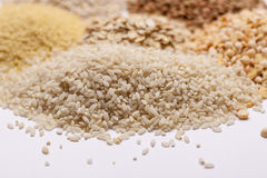 蒸丸子,米,豌豆,沙粒,燕麦粥,扁豆。 库存图片