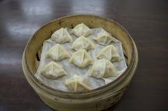 蒸汽中国人饺子 免版税库存图片