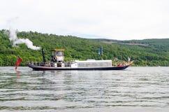 蒸汽在Coniston水的游艇长平底船 免版税图库摄影