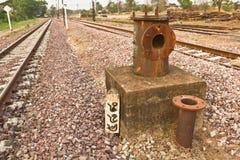 蒸汽机车的被放弃的铁路水泵 免版税图库摄影