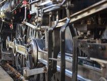 蒸汽机车轮子和齿轮 免版税图库摄影