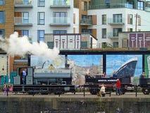 蒸汽火车和游人,布里斯托尔Harbourside,英国 免版税库存图片