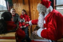 蒸汽火车的圣诞老人 免版税库存照片