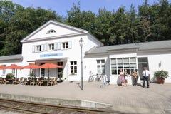 蒸汽火车的小驻地在波儿地克的海岸在德国 免版税库存照片
