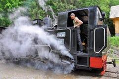 蒸汽火车的技工 图库摄影